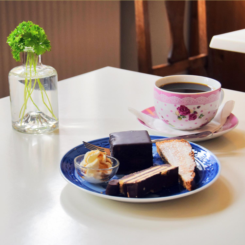 Garn og hygge med kaffe og kage